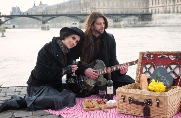 lover picnic paris