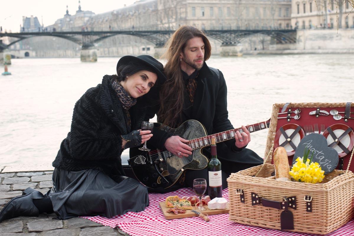 picnic-paris-couple-photography