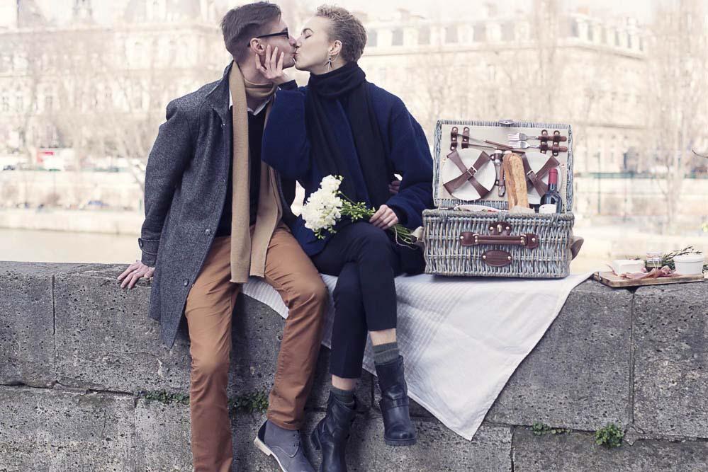 paris-picnic-engagement-photography