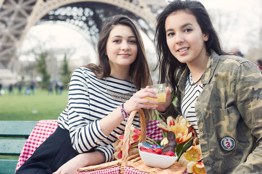 picnic-champ-de-mars-eiffel-tower
