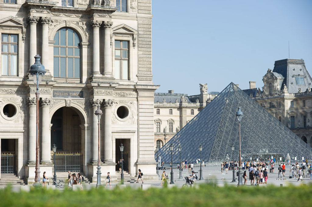 Le Louvre museum paris