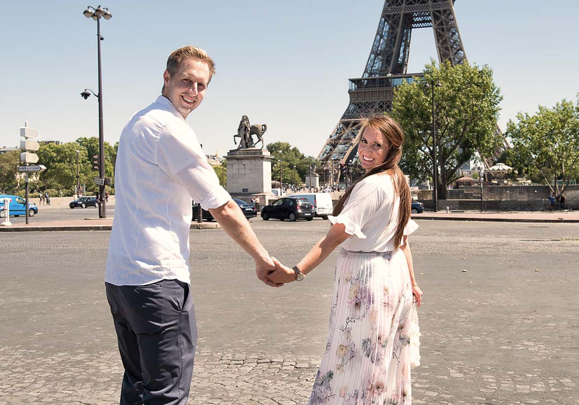 Eiffel-tower-picnic-proposal